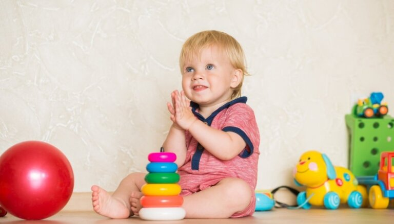 Pētniecība un skaitāmpanti: ieteicamākās rotaļas mazuļiem no 10 līdz 12 mēnešiem