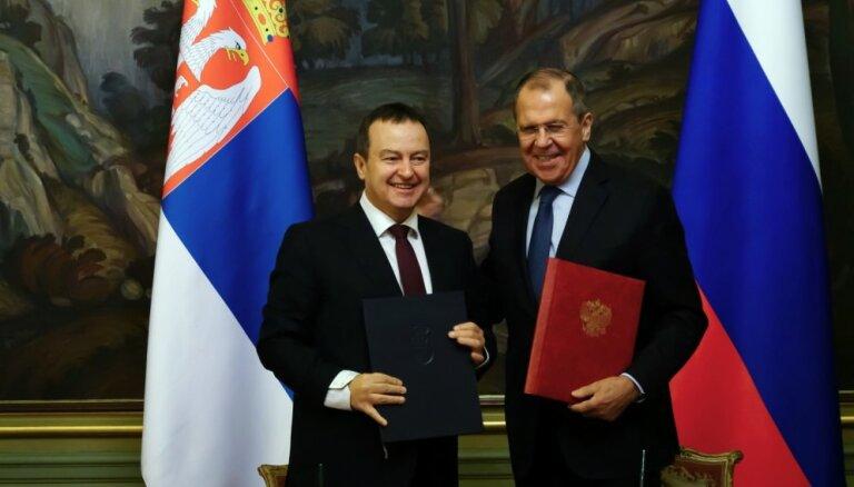 Serbija sarunās ar Kosovu vēlas lielāku Krievijas iesaisti