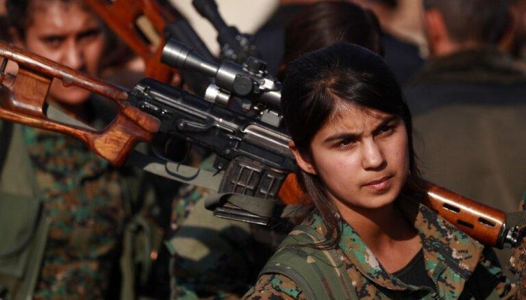 Sīrijas kurdi lūdz valdības spēku palīdzību gaidāmās Turcijas ofensīvas atvairīšanai