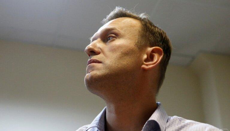 Самолет с Навальным нарезает круги над Москвой и не садится