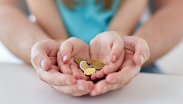 Vāc parakstus par aukles līdzfinansējuma piešķiršanu arī vecākiem