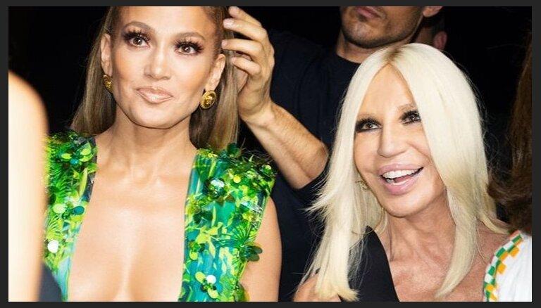 """""""Наглый плагиат"""": Versace защищает культовое """"голое"""" платье"""