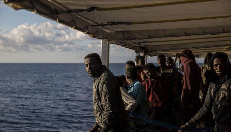 Spānija uzņems kuģi ar 311 imigrantiem