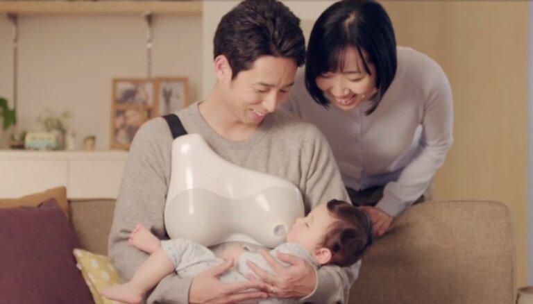 Japānā izgudrota ierīce, kas ļauj tēviem zīdīt mazuli