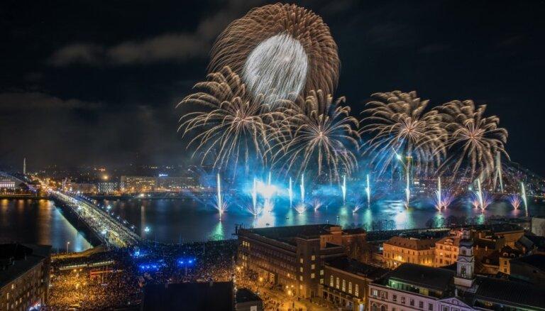 Latvijas proklamēšanas 100. gadadienā pasaulē nākuši 54 bērni