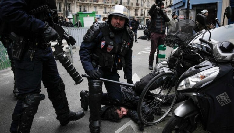 Foto: Franciju ceturtdien paralizējuši streiki