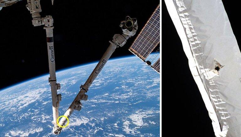 Atlūza izsit caurumu Starptautiskās kosmosa stacijas robotizētajā rokā