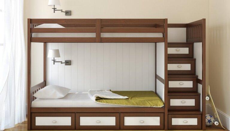 Divas guļvietas vienā istabā – kā kompakti iekārtot telpu un radīt omulīgu vidi