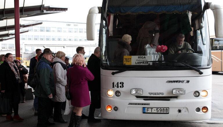 Līdz ar pāreju uz vasaras laiku mainīsies atsevišķu autobusu kursēšanas grafiks