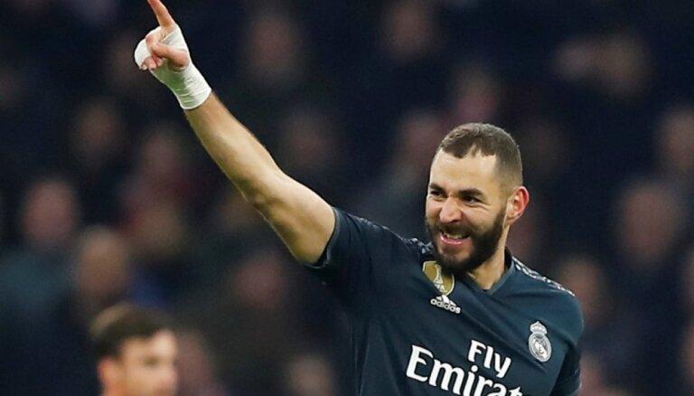 'Real' aizraujošā mačā pieveic azartisko 'Ajax'; 'Hotspur' sagrauj 'Borussia'