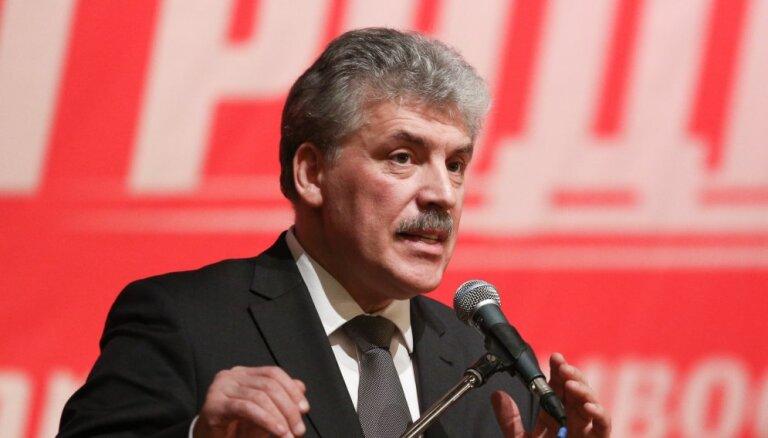 Грудинин подарил Собчак цветы, извинился за Жириновского и ушел с дебатов