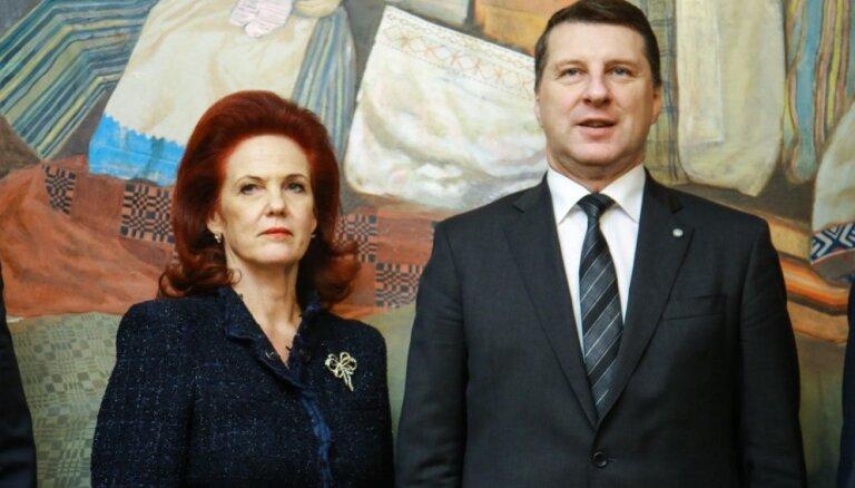 Dāvanu pelnījis Valsts prezidents, bet žagarus - Āboltiņa, uzskata iedzīvotāji