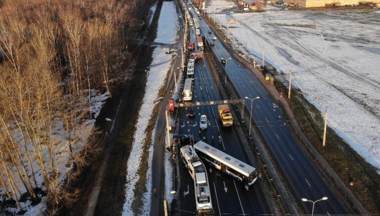 ФОТО, ВИДЕО: В Риге столкнулись семь автомобилей, троллейбус и автобус