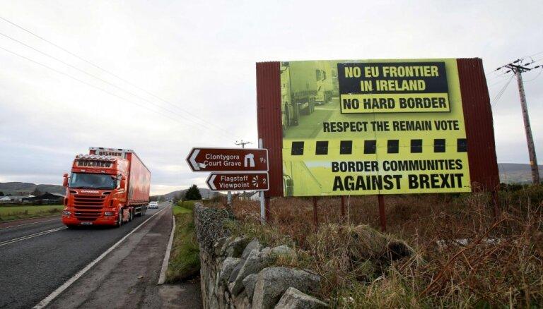 ES piedāvā variantu atvērtās robežas saglabāšanai starp Īriju un Ziemeļīriju; briti nemierā