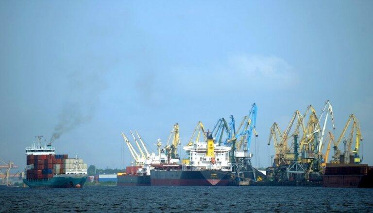 """Правительство Кариньша хочет """"отобрать"""" у самоуправлений крупные порты"""