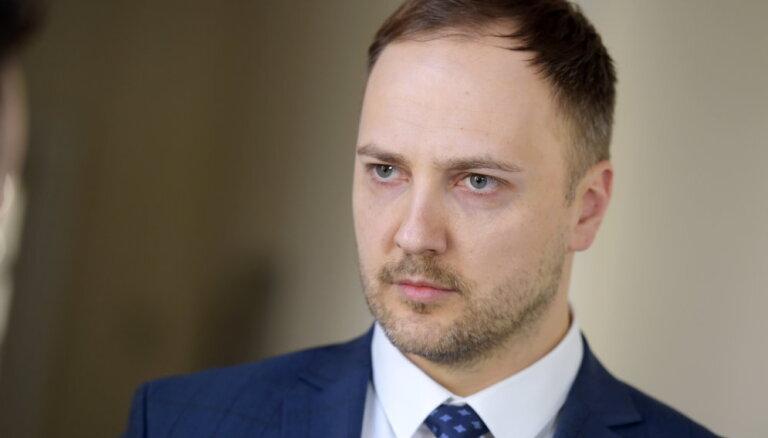Iekšlietu ministram aizvien nav piešķirta pielaide valsts noslēpumam