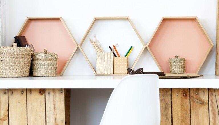 Daudzšķautnainība pie sienām – stilīgi piemēri ģeometrisku formu plauktiem
