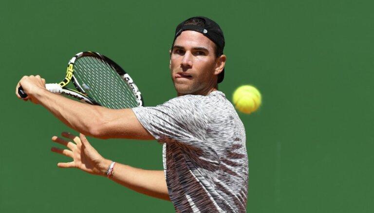 ВИДЕО: Французский теннисист крутанул, так крутанул