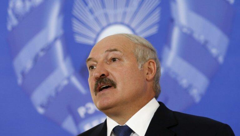"""Лукашенко — Кариньшу: """"Чтобы лучше говорить на русском, на нашем языке, вы к нам чаще приезжайте"""""""