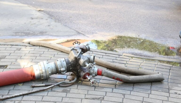 Пожар в Рижском замке: пожарных подвела техника