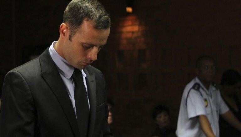 Atlēts Pistoriuss cietumā guvis traumas un nogādāts slimnīcā