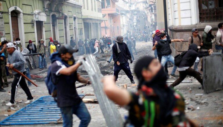 Беспорядки в Эквадоре: президент Ленин сбежал из столицы, протестующие обратились в ООН