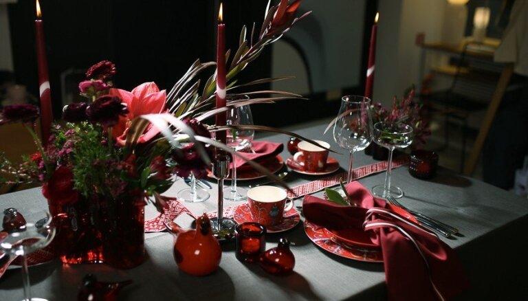 Ar latvisku noskaņu: kā radoši noformēt svētku galdu