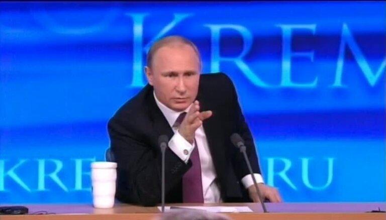 Putins pasmejas par smagi slimu žurnālistu