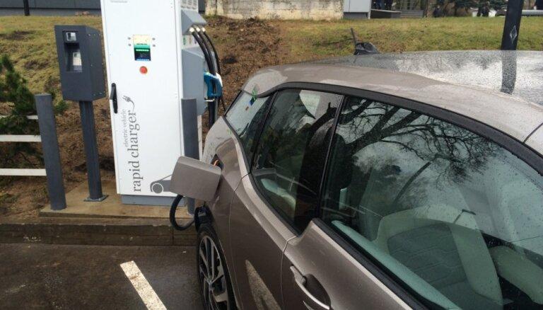 Vēlreiz apstrīd CSDD elektromobiļu uzlādes staciju tīkla izveides iepirkumu