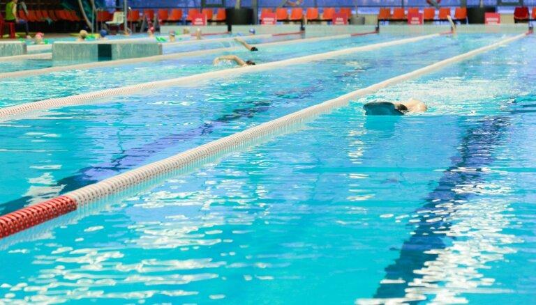 Uz treniņiem peldbaseinos plāno vairs neattiecināt prasību par astoņiem kvadrātmetriem uz apmeklētāju