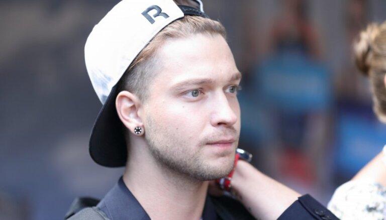 Blogerim Denisam uzklūp par pedofiliju