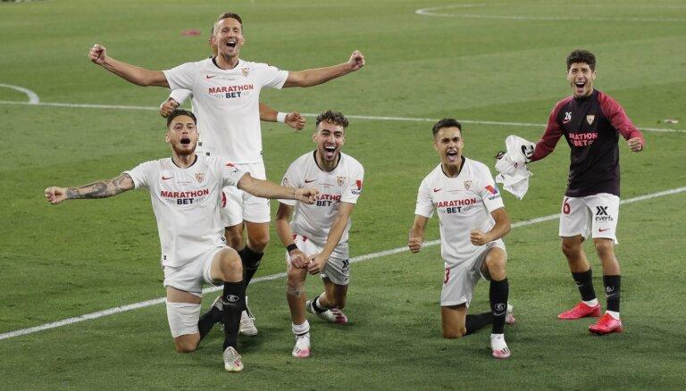 Spānijas futbola čempionāts atsākas ar 'Sevilla' uzvaru pilsētas derbijā