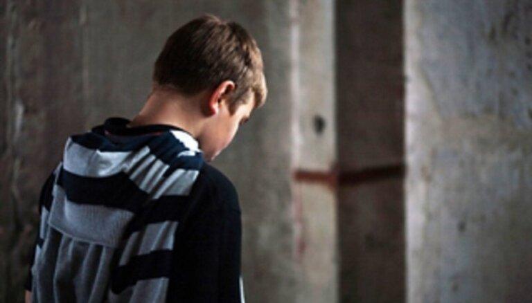 Aicina vecākus bez maksas apgūt pusaudžu audzināšanas gudrības