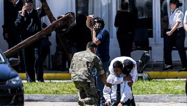 Foto: Simtiem cilvēku sēro par Argentīnas zemūdenes pazušanu