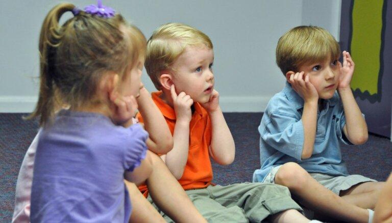 Īpašā kampaņā aicina aizpildīt testu dzirdes pārbaudei bērniem