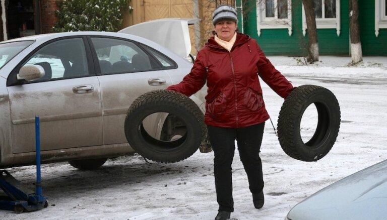 Latvijā autovadītāji par ziemas riepu iegādi rūpējas pēdējā brīdī