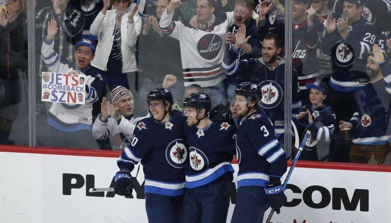 'Jets' uzvar 'Golden Knights' un pietuvojas NHL izslēgšanas spēlēm