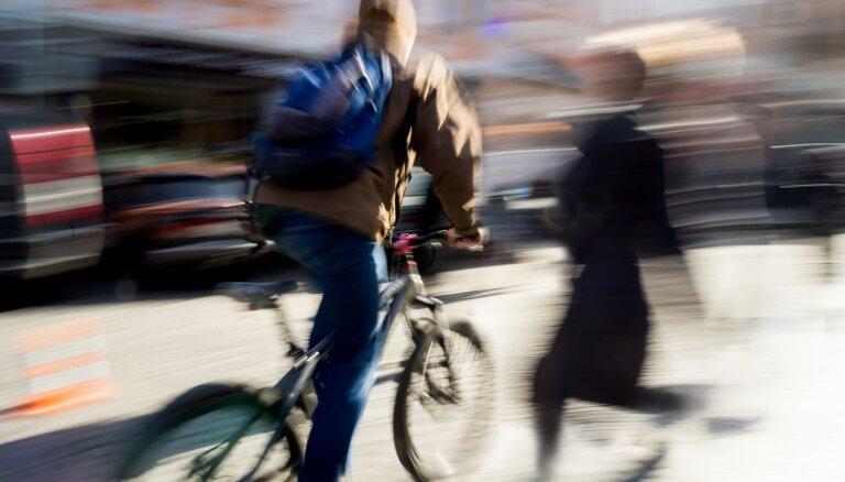Jānis Polis: Mežonīgie deviņdesmitie jeb apbižotie riteņbraucēji