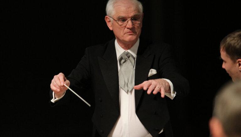 Rundāles pilī koncertēs LSO maestro Luca Kēlera vadībā
