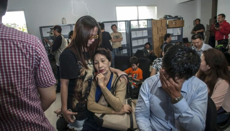 Индонезия возобновила поиски пропавшего самолета AirAsia