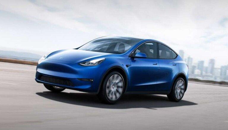 'Tesla' prezentējusi vidējās klases elektrisko apvidnieku 'Model Y'