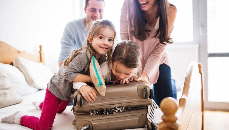 Kas jāņem līdzi, dodoties ceļojumā kopā ar bērnu