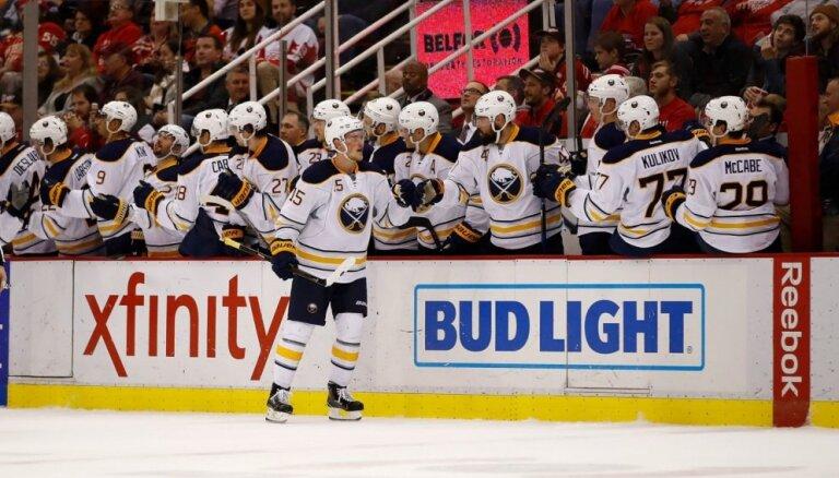 Girgensonam un 'Sabres' uzvara NHL mačā pret 'Red Wings'