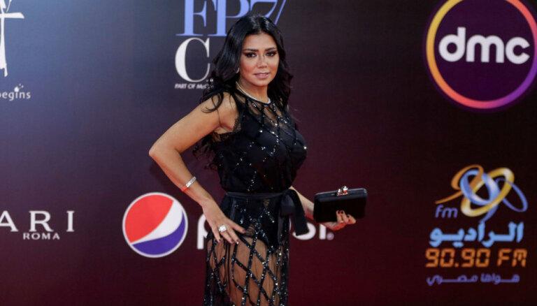 Cietumsods par piedauzību: satraukumu izraisa ēģiptiešu aktrises tērps