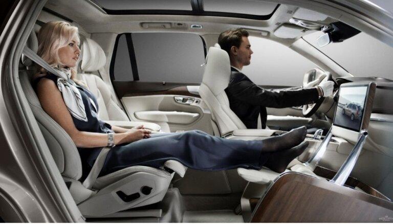 'Volvo XC90' īpaši greznā versija bez priekšējā pasažiera sēdekļa