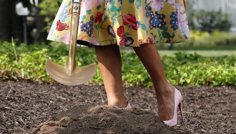 Мелания Трамп покопалась в земле в юбке за четыре тысячи долларов