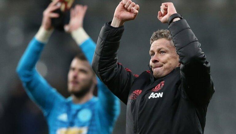 'Manchester United' uzvar arī ceturtajā mačā pēc Sūlšēra atnākšanas