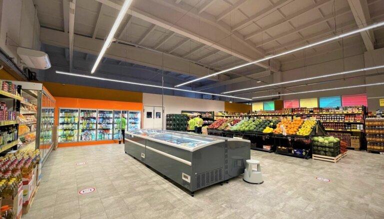 Foto: Siguldā pēc rekonstrukcijas atvērts veikals-noliktava 'Labais'