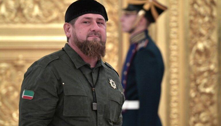 """Дочь Кадырова получила медаль, так как """"мир восхищается Чечней как кладом моды"""""""