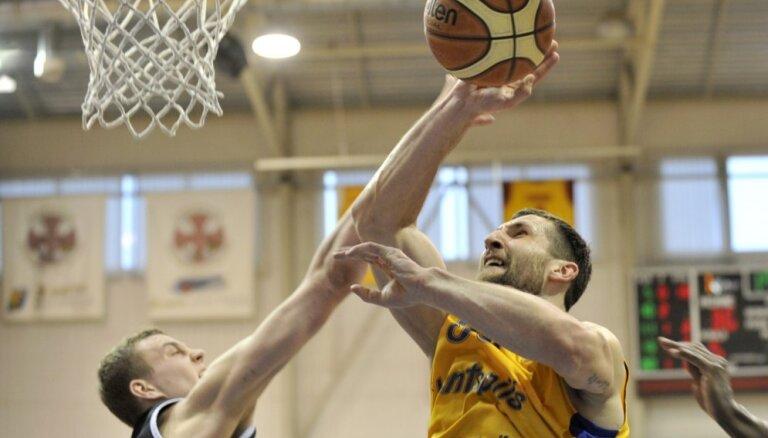 'Ventspils' basketbolisti līdzvērtīgā cīņā atjauno vadību LBL finālsērijā